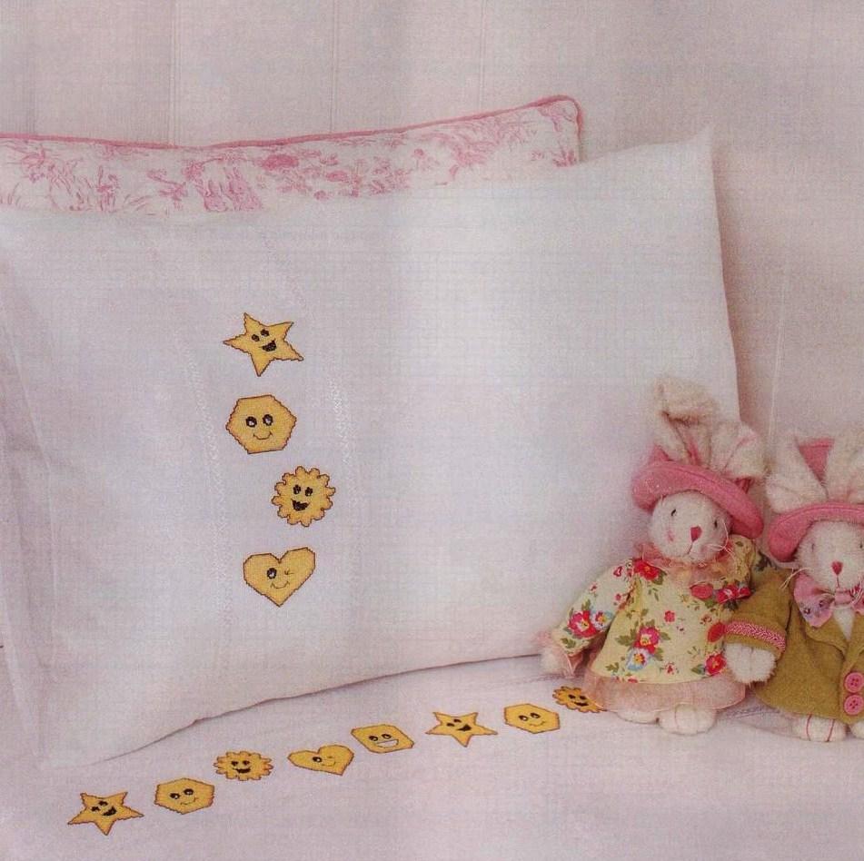 Lenzuolino punto croce stelle e cuori 1 for Lenzuolini punto croce per bambini