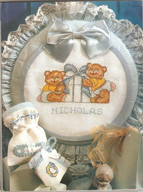 Alfabeto azzurro e orsetti per bavaglino nato nicholas for Disegni punto croce per bavaglini