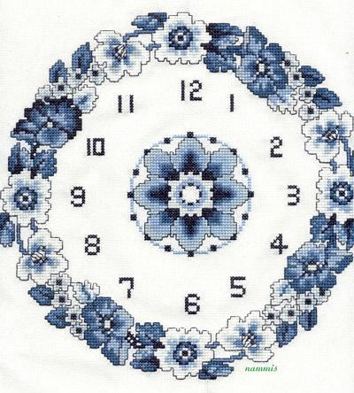Orologio ghirlanda fiori blu 1 punto for Orologio punto croce schemi gratis