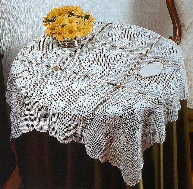 Tovaglia filet quadrati grandi 1 punto for Schemi tovaglie uncinetto filet