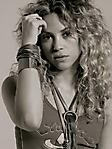 Shakira 3 240x320 sfondo wallpaper